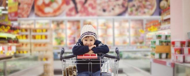 kid in supermarket